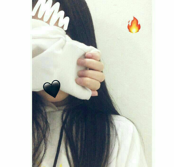 Ảnh gái xinh tóc dài che mặt
