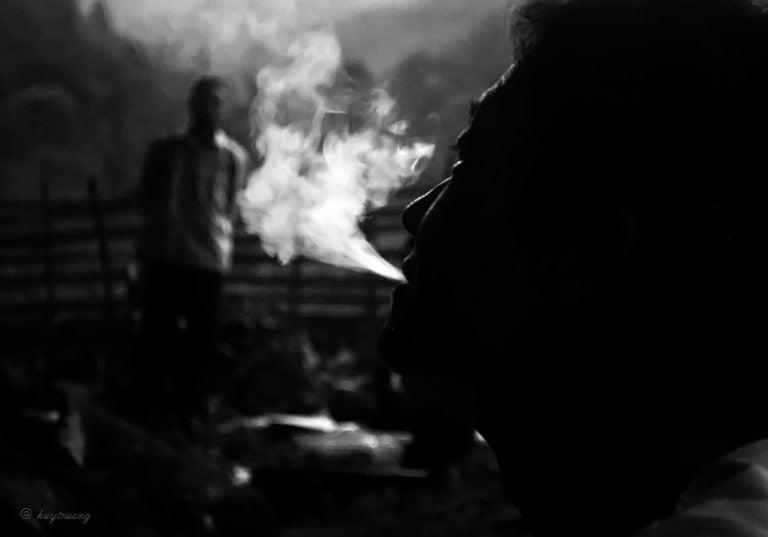 Ảnh hút thuốc sầu đời