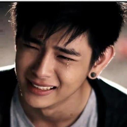 Ảnh trai buồn khóc
