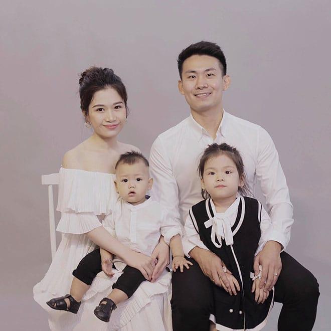 Ảnh chân dung gia đình 4 người