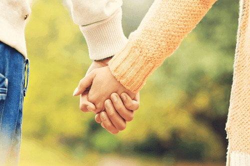 Hình ảnh nắm tay nhau tình cảm