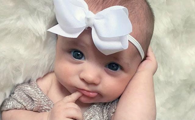 Hình bé gái sơ sinh đáng yêu
