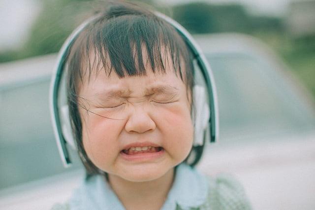 Hình em bé khóc dễ thương ngộ nghĩnh