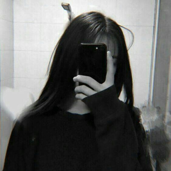 Hình girl tóc dài xinh che mặt