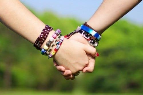 Hình nắm tay nhau đẹp