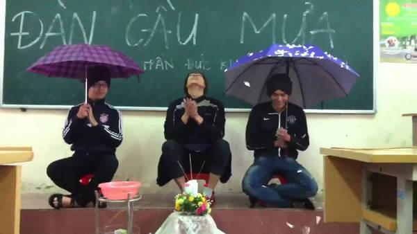 Hội FA hí hứng lập dàn cầu mưa trung thu trong lớp học