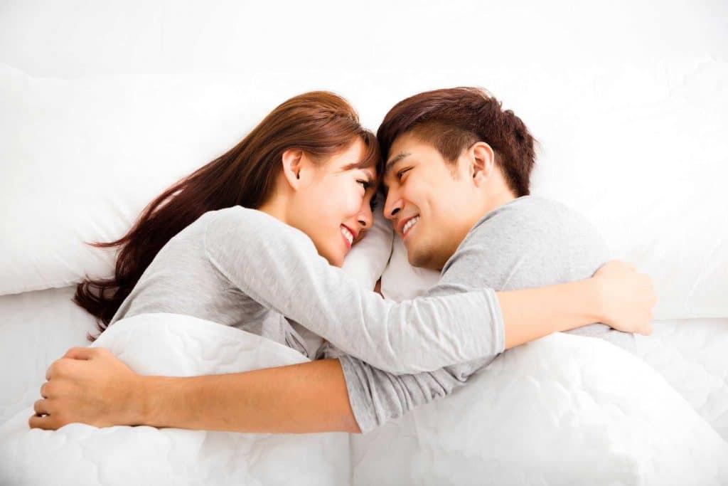 Hình vợ chồng hạnh phúc thương yêu