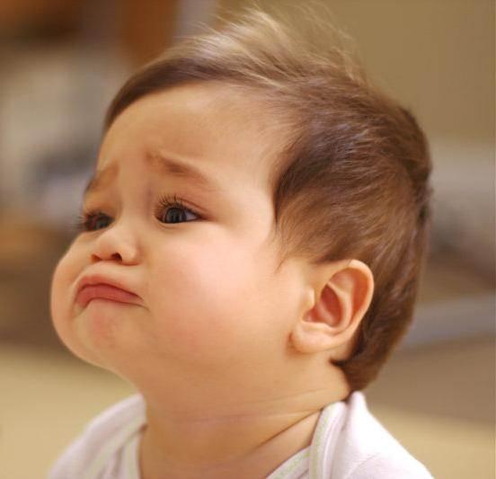 Ảnh bé buồn khóc mà vẫn cưng hết nấc