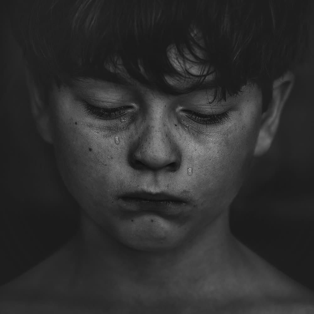 Ảnh con trai khóc thất vọng