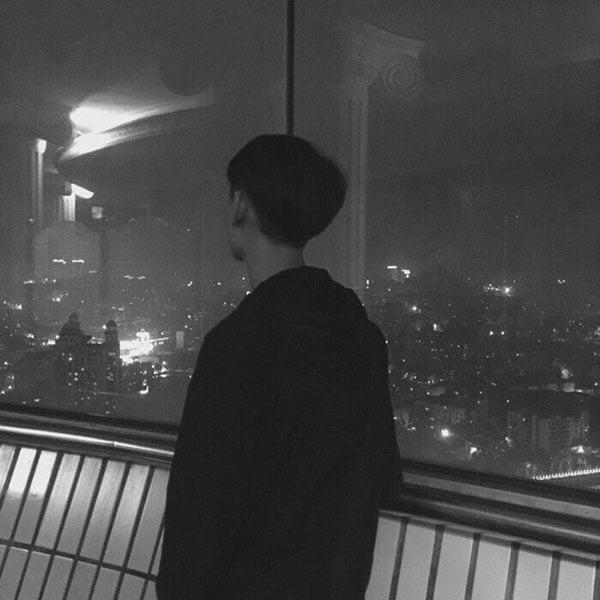 Ảnh khóc buồn trong đêm tối một mình