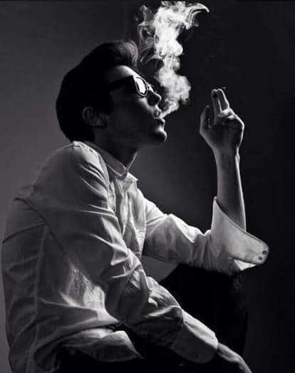 Ảnh nam buồn ngồi hút thuốc