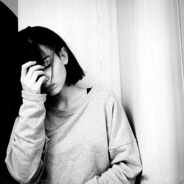 Ảnh nữ tâm trạng buồn và cô đơn