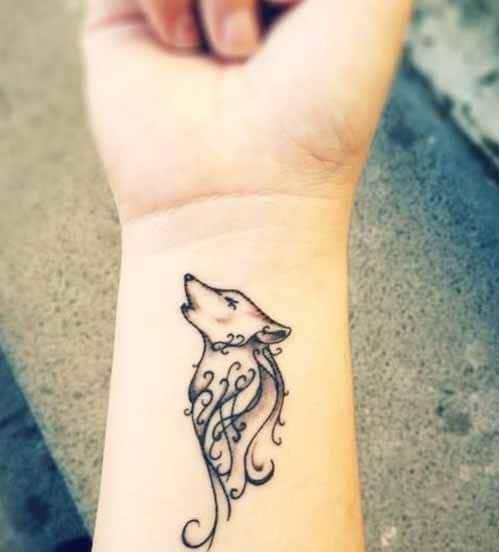 Ảnh tattoo sói mini ở cổ tay