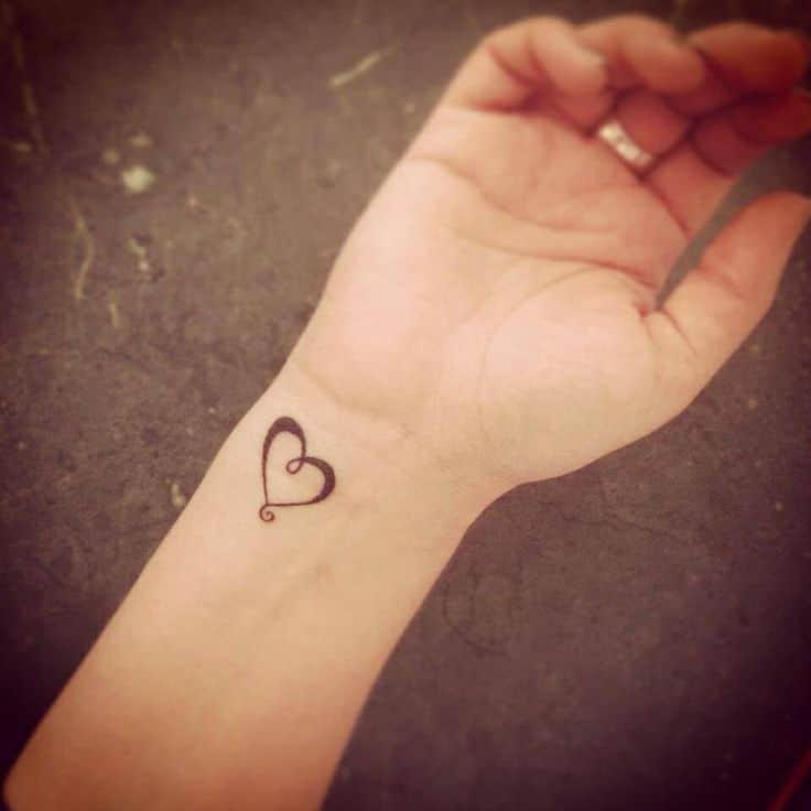 Ảnh xăm trái tim nhỏ xinh mini cổ tay