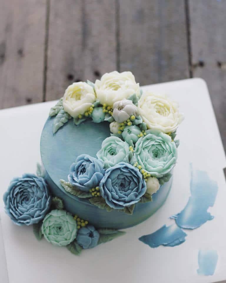 Bánh kem hoa màu xanh pastel gây xao xuyến