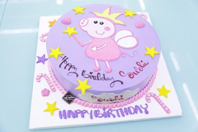 Bánh sinh nhật vẽ hình heo peppa nền tím dễ thương