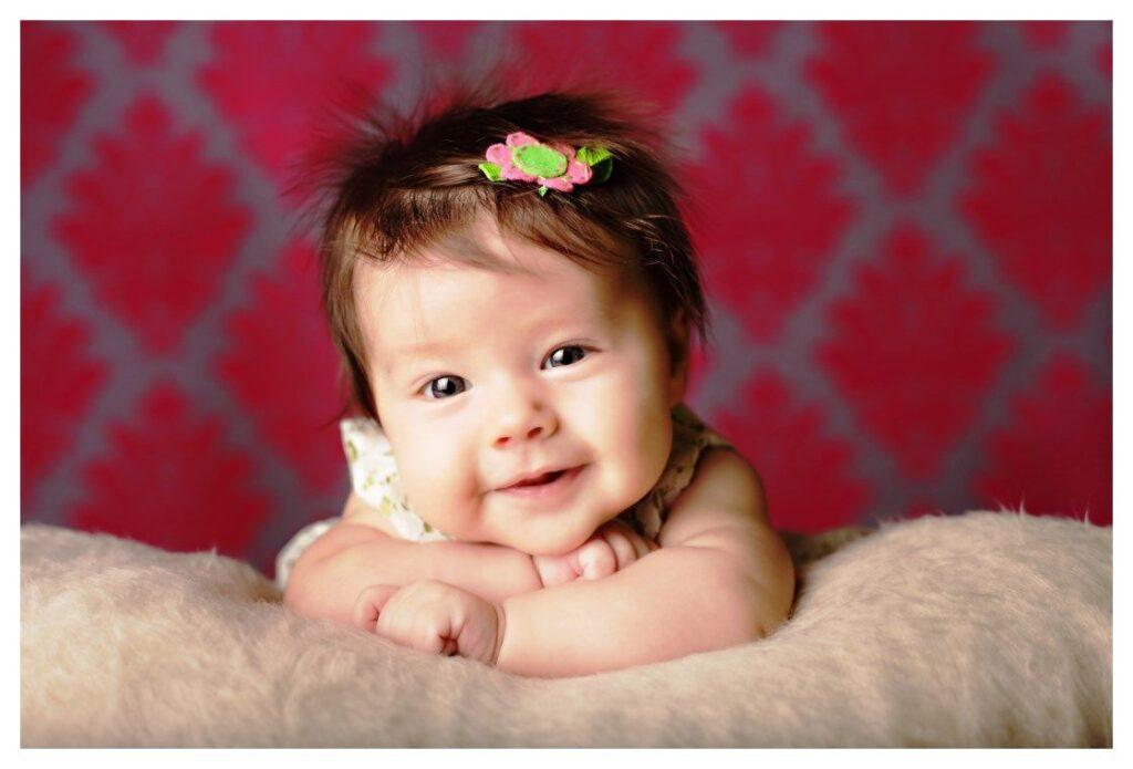 Bé cười xinh như hoa vậy