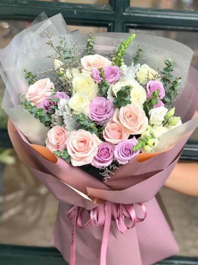 Bó hoa hồng tươi thắm nhân dịp sinh nhật con gái
