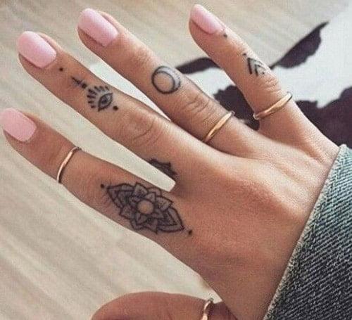 Các mẫu xăm hoa văn ngầu ở ngón tay