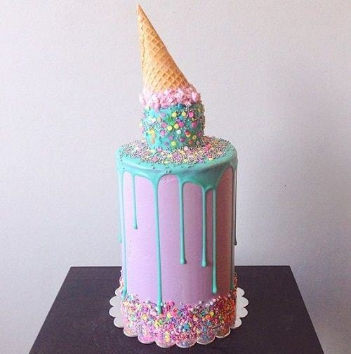 Chiếc bánh kem hình cây kem khổng lồ úp ngược