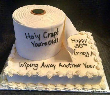 Chiếc bánh kem hình giấy vệ sinh