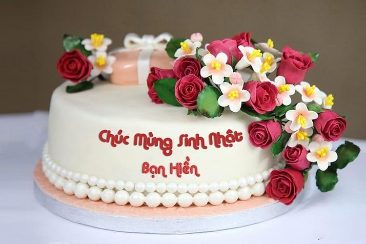 Chiếc bánh kem ngọt ngào với những bông hoa hồng đẹp