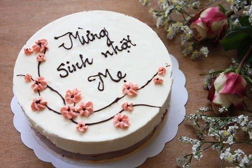 Chiếc bánh nhẹ nhàng và đơn giản tặng sinh nhật mẹ