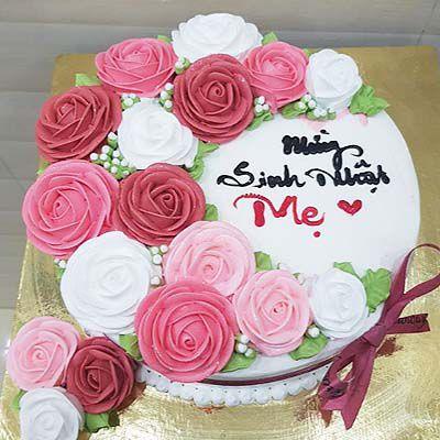 Chiếc bánh trang trí hoa hồng xinh xắn tặng mẹ