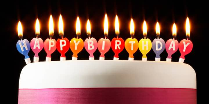 Chữ happy birthday in trên nến mừng sinh nhật