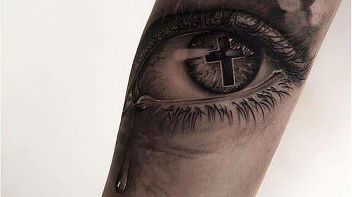 Con mắt hút hồn với nỗi buồn đau thương