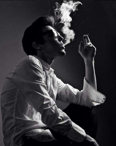 Điếu thuốc trở thành người bạn mỗi khi ta buồn