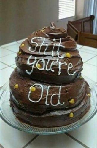 Hình ảnh chúc mừng sinh nhật bằng bánh kem hài hước