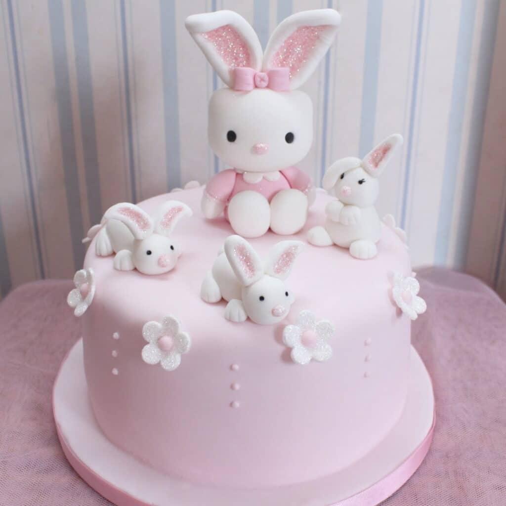 Hình bánh sinh nhật thỏ hồng xinh hết nấc dành cho bé gái