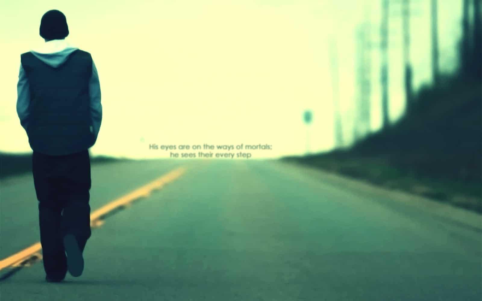 Hình boy buồn một mình bước đi