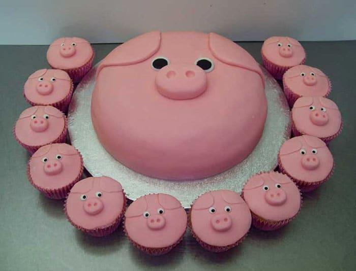 Hình chiếc bánh kem chú heo hồng đơn giản và hài hước