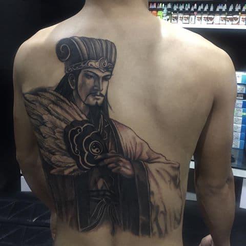 Hình tattoo Gia Cát Lượng nhỏ sau lưng