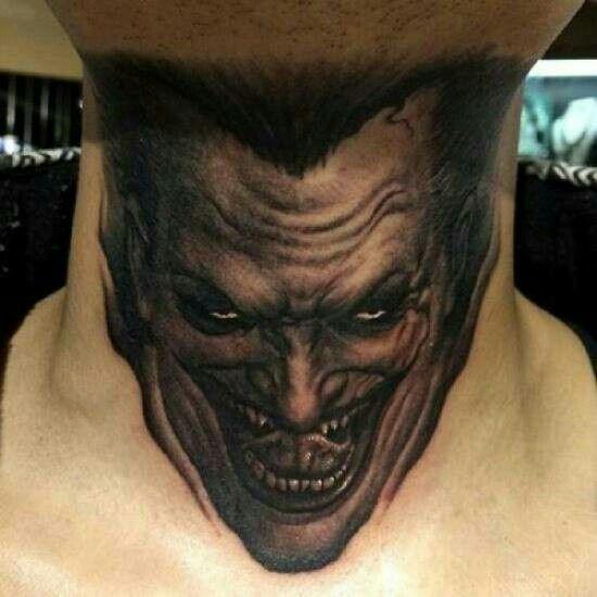 Hình tattoo Joker ở cổ