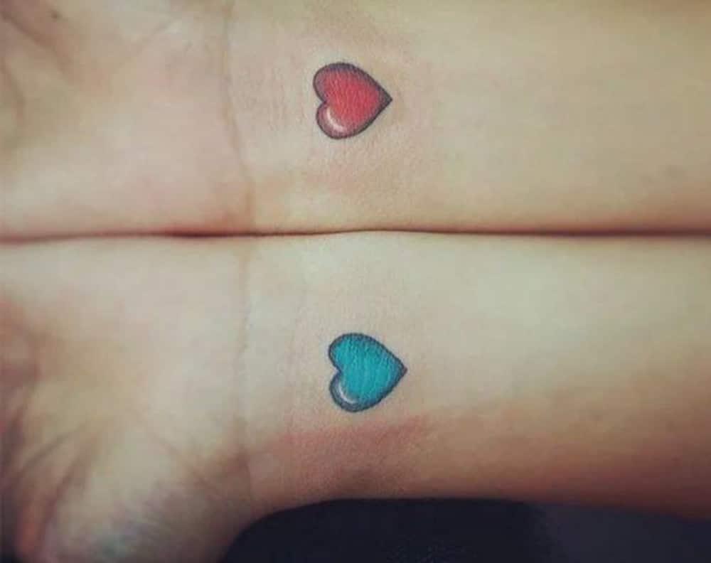 Hình tattoo cặp trái tim đỏ xanh