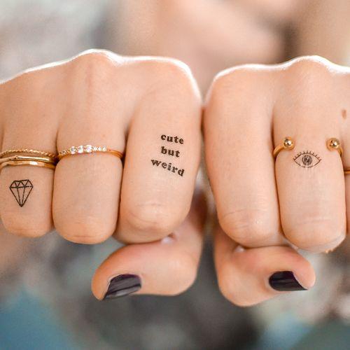 Hình tattoo chữ đẹp cho nữ ở ngón tay