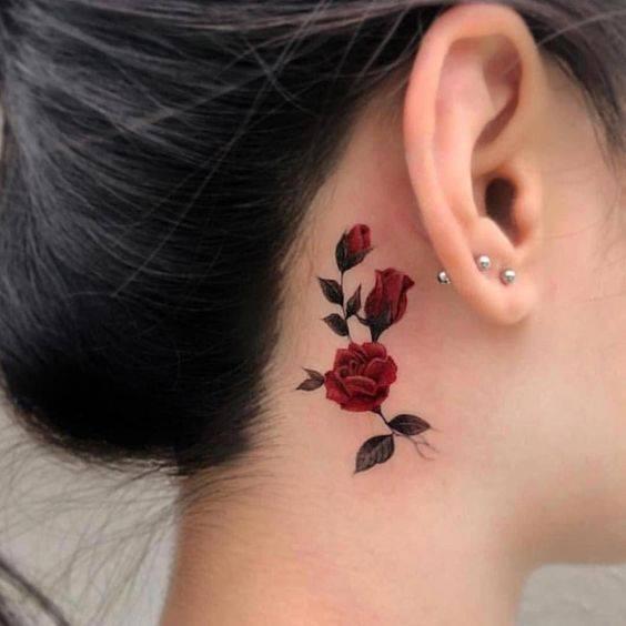 Hình tattoo hoa hồng mini ở cổ