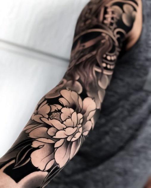 Hình tattoo hoa mẫu đơn ở tay cho nam