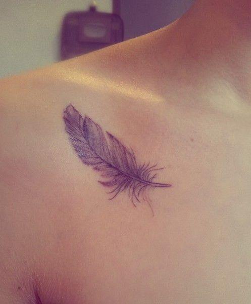 Hình tattoo lông vũ đẹp ở vai