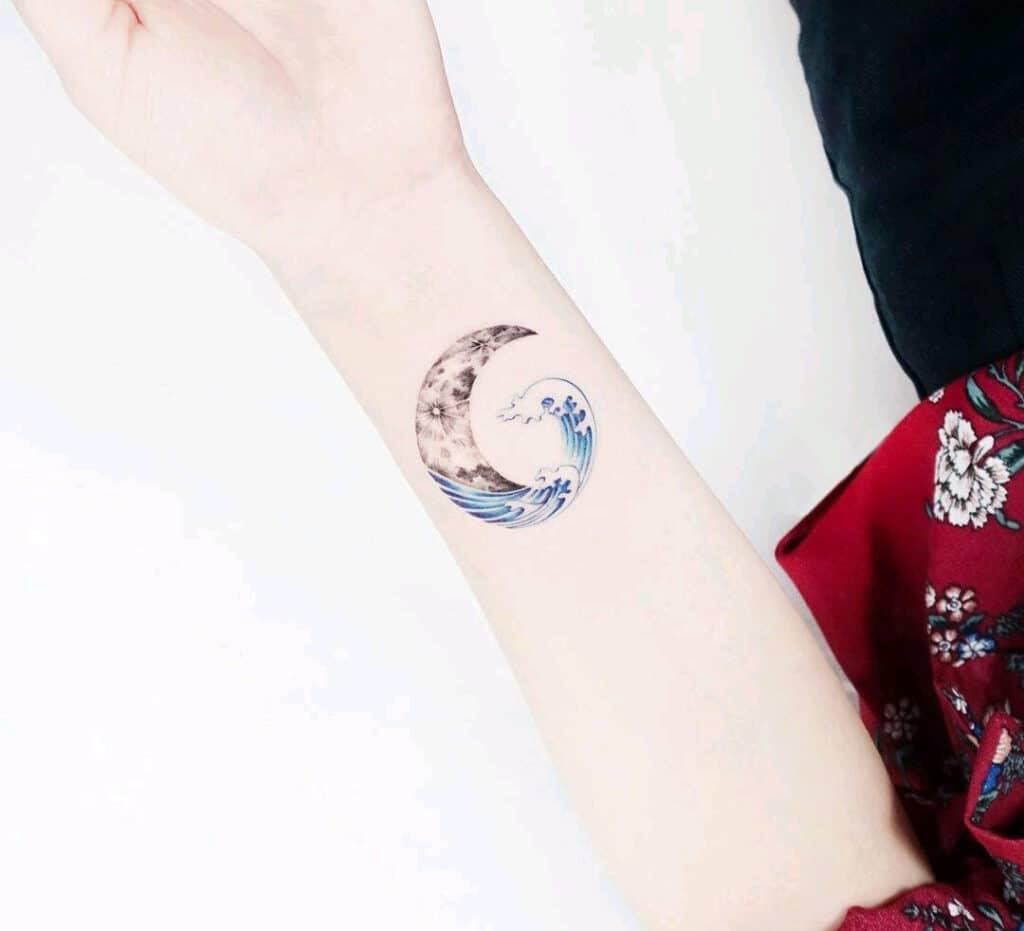 Hình tattoo nhỏ xinh cho nữ mệnh Thủy