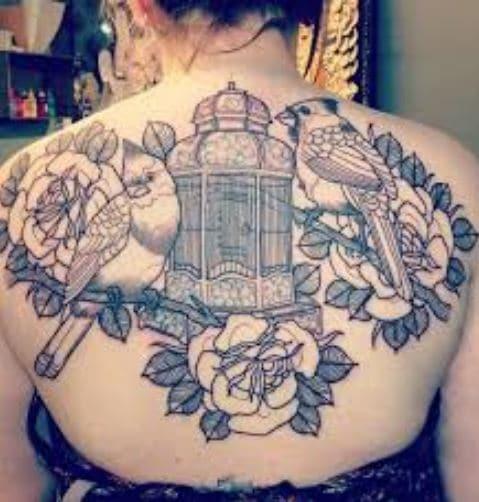 Hình tattoo nửa lưng với kiểu hoa hồng và chim sơn ca