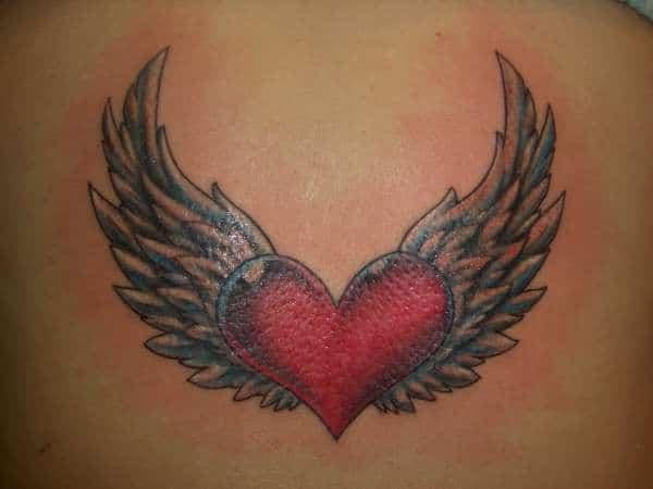 Hình tattoo trái tim có cánh đẹp sau lưng