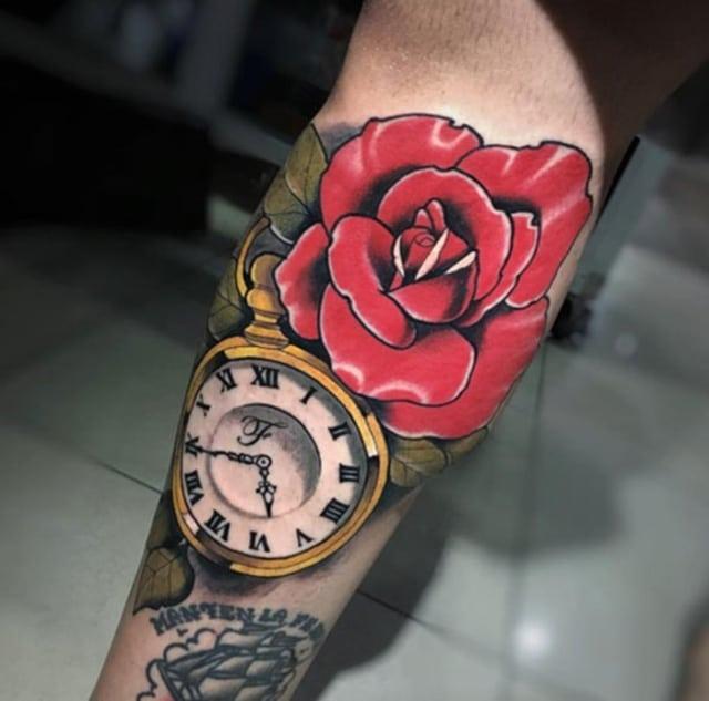 Hình xăm bông hồng và đồng hồ đẹp