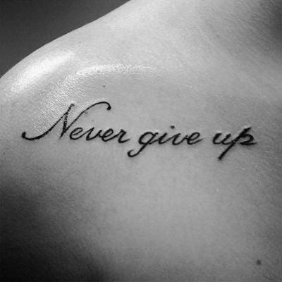 Hình xăm chữ Never Give Up