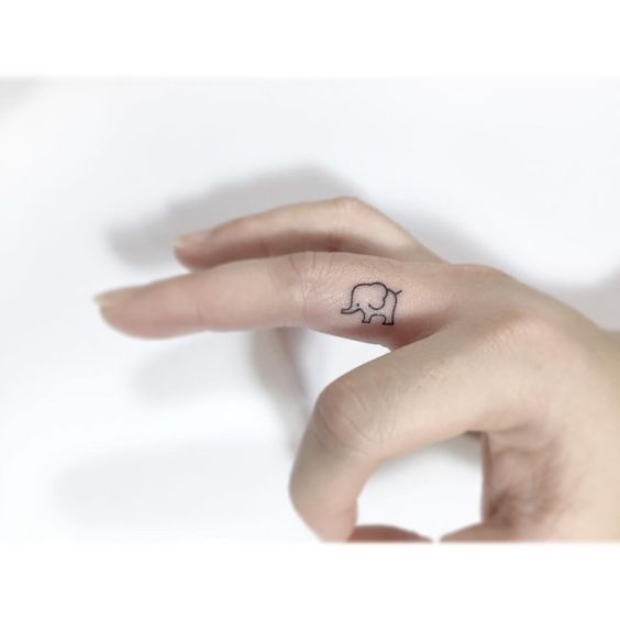 Hình xăm chú voi mini ngộ nghĩnh và đáng yêu trên ngón tay