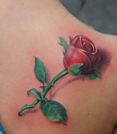 Hình xăm hoa hồng nhỏ trên vai trông đặc sắc và chân thực