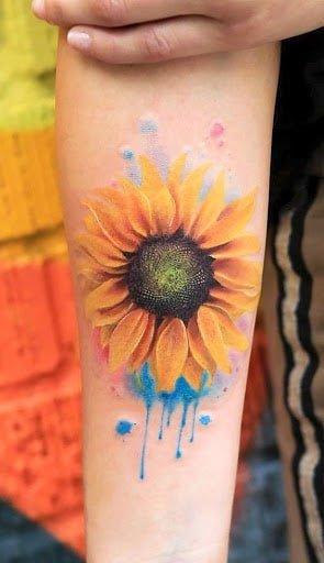Hình xăm hoa hướng dương độc đáo và nhiều màu sắc